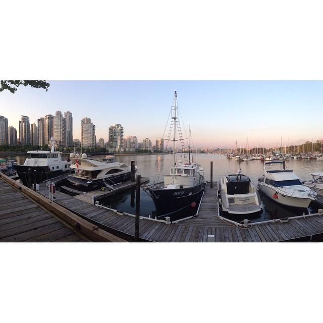 Dockside dining.